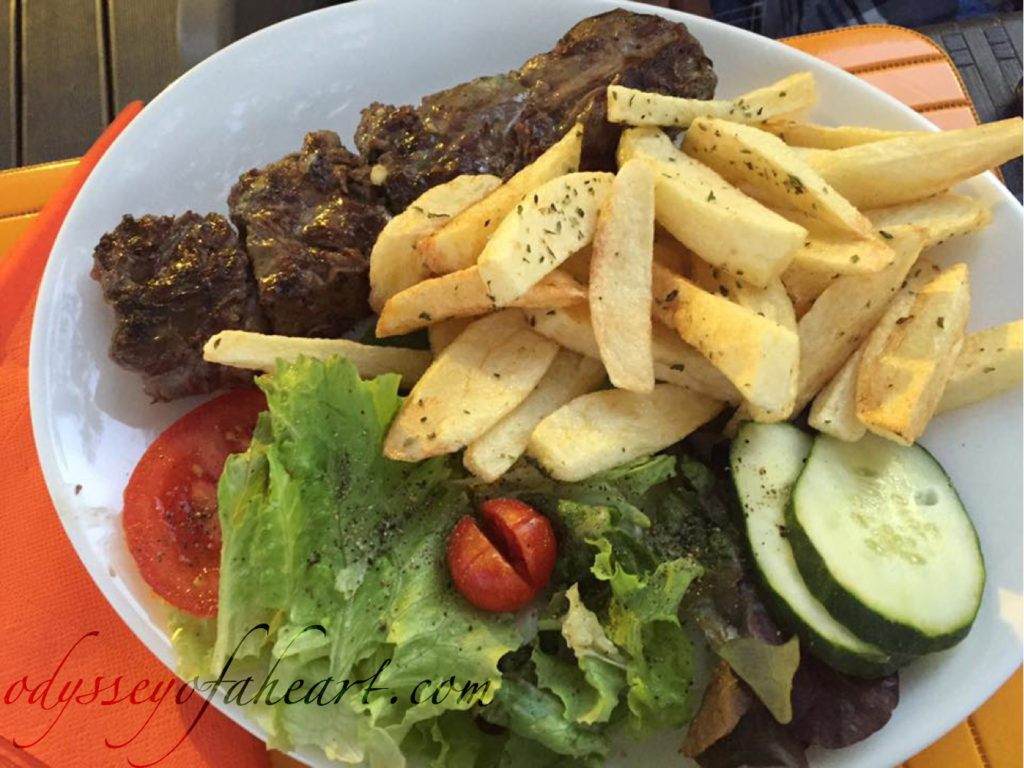 Grilled lamb with potatoes and salad